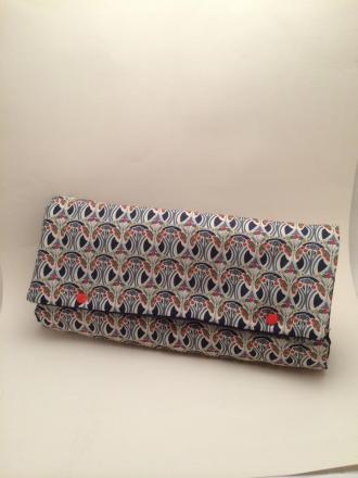 tapis à langer nomade / nécessaire de change tissu 100% coton Liberty of London. Serviette blanche détachable
