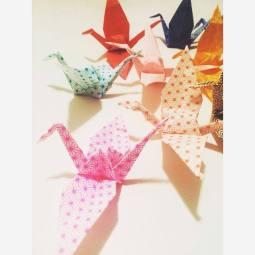 """mobile origami """"grues"""" en papiers japonais Adeline Klam"""