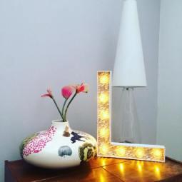 """Lettre lumineuse """"L"""" 50 cm, papier de création Adeline Klam, cabochons transparents"""