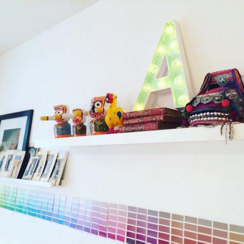"""Lettre lumineuse """"A"""" 50cm, intérieur papier de création Adeline Klam, extérieur blanc, cabochons transparents, tranches fluorescentes !"""
