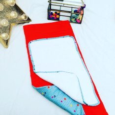tapis à langer nomade / nécessaire de change tissu 100% coton bleu et orange fluo. Serviette blanche détachable