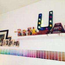 """Lettre lumineuse """"U"""" 50 cm, bleu canard et cabochons multicolores"""