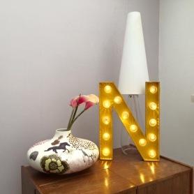 """Lettre lumineuse """"N"""" 50cm intérieur et extérieur Jaune, cabochons transparents"""